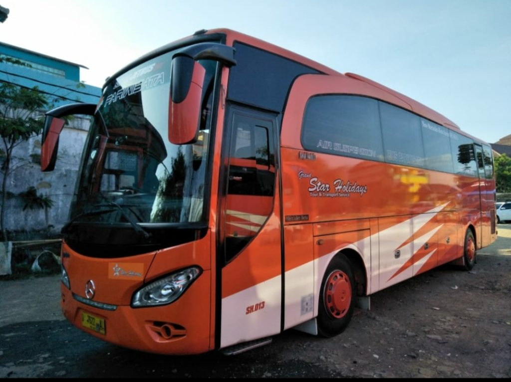Exterior Sewa Bus Pariwisata 59 Seat Bandung